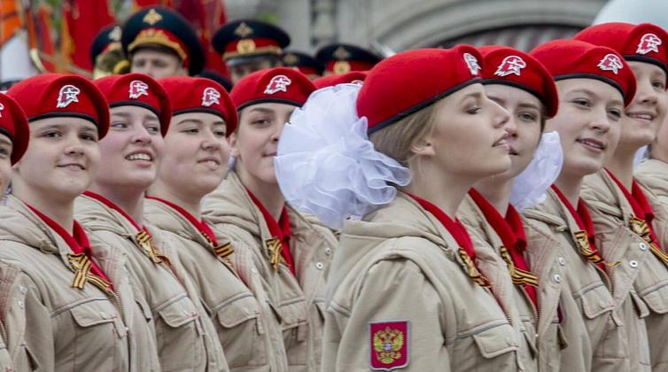 В Госдуме заставят участвовать школьников в военно-патриотических организациях